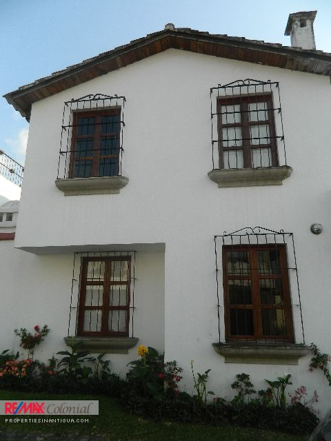1957 HOUSE ON SALE NEAR ANTIGUA , CIUDAD VIEJA