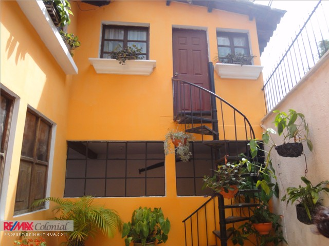 3583 STUDIO APARTMENT WALK-IN-DISTANCE TO THE CENTRAL PARK OF ANTIGUA GUATEMALA.