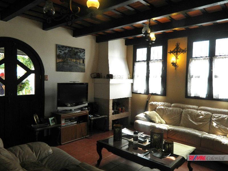 4572 HOUSE FOR SALE IN PASAJE EL CONQUISTADOR