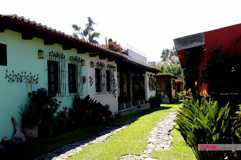 4596 LOVELY HOUSE FOR RENT IN ANTIGUA GUATEMALA (Available Junio, 2018)