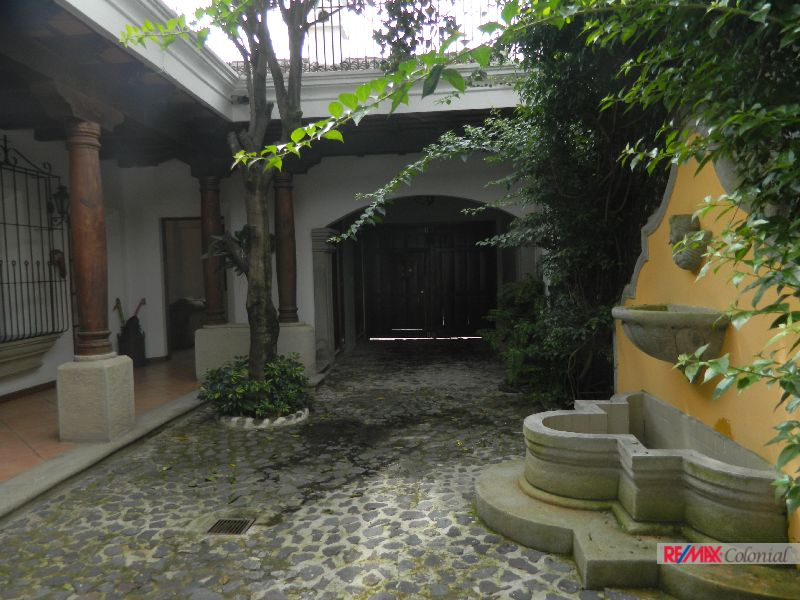4558 UNFURNISHED HOUSE FOR RENT IN EL CALVAVIO.