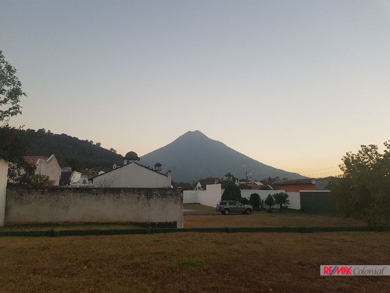 4624 NICE LAND IN THE CENTER OF ANTIGUA GUATEMALA  (C)