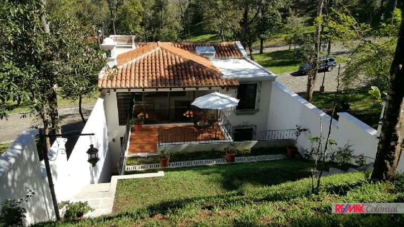 4659  BEAUTIFUL  TOWNHOUSE FOR SALE  IN ANTIGUA GUATEMALA