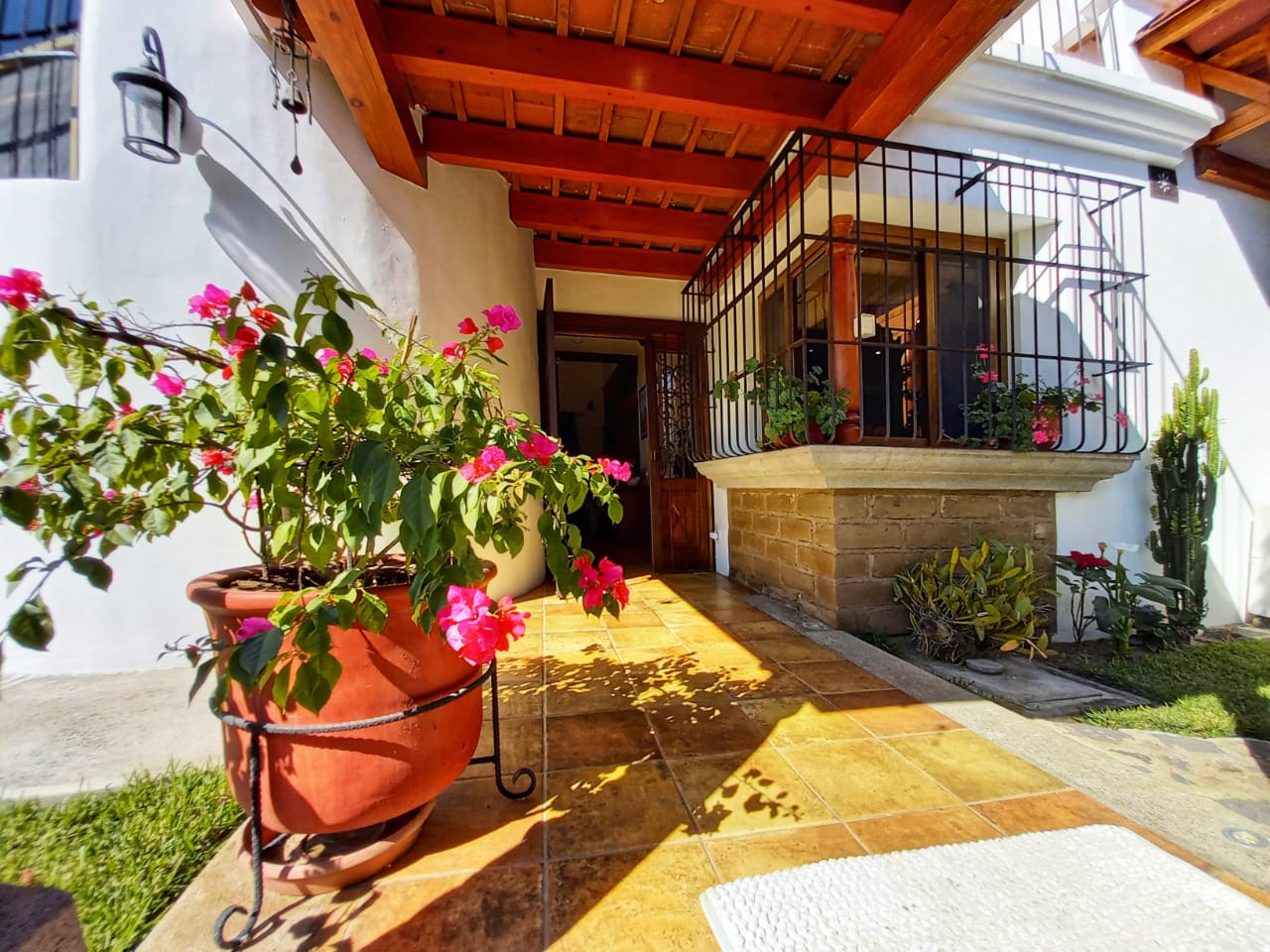 4645 EXQUISITE RESIDENCE FOR SALE CLOSE TO  ANTIGUA GUATEMALA