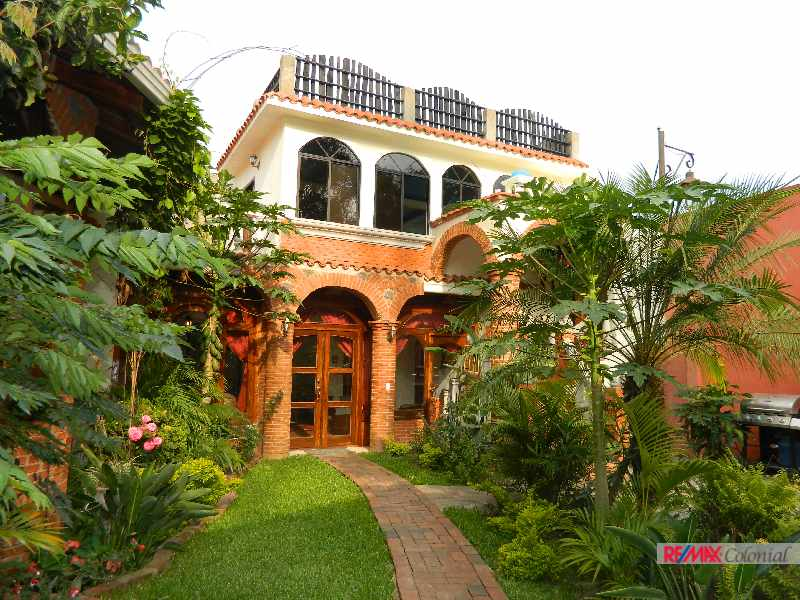 4672  BEAUTIFUL HOUSE FOR RENT IN ANTIGUA GUATEMALA