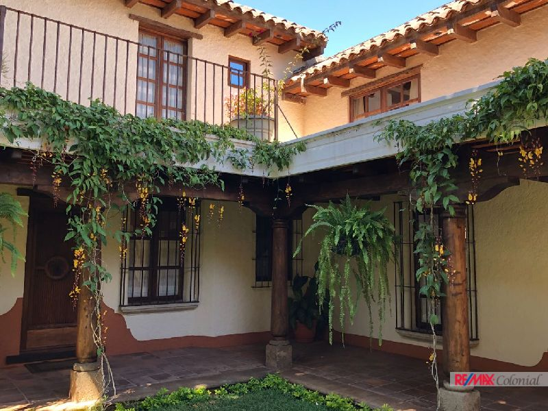 4687  BEAUTIFUL AND NICE APARTMENT IN THE CENTER OF ANTIGUA GUATEMALA