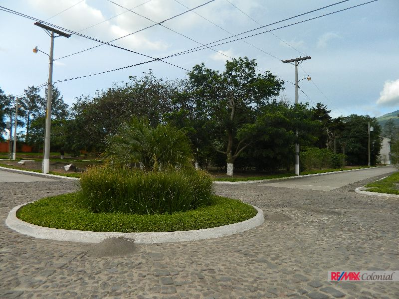 4690  3 BRAND NEW HOUSES FOR SALE IN A COMPLEX SAN MIGUEL DUEÑAS