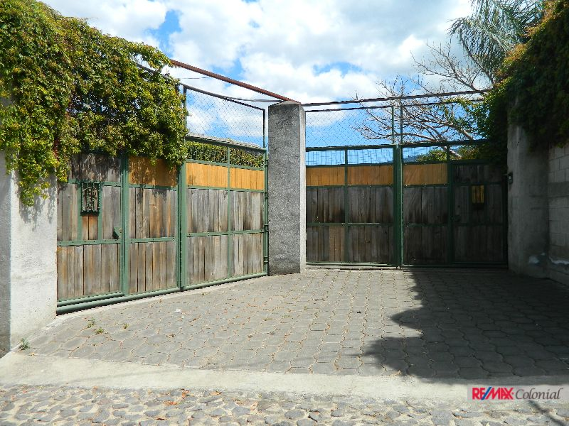 4696 NICE HOUSE IN A BIG LOT FOR SALE IN SAN PEDRO LAS HUERTAS