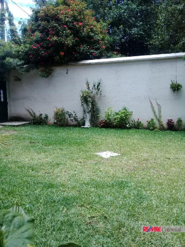 4709 COMPLEX OF 4 UNITS IN THE CENTER OF ANTIGUA GUATEMALA, (AS)