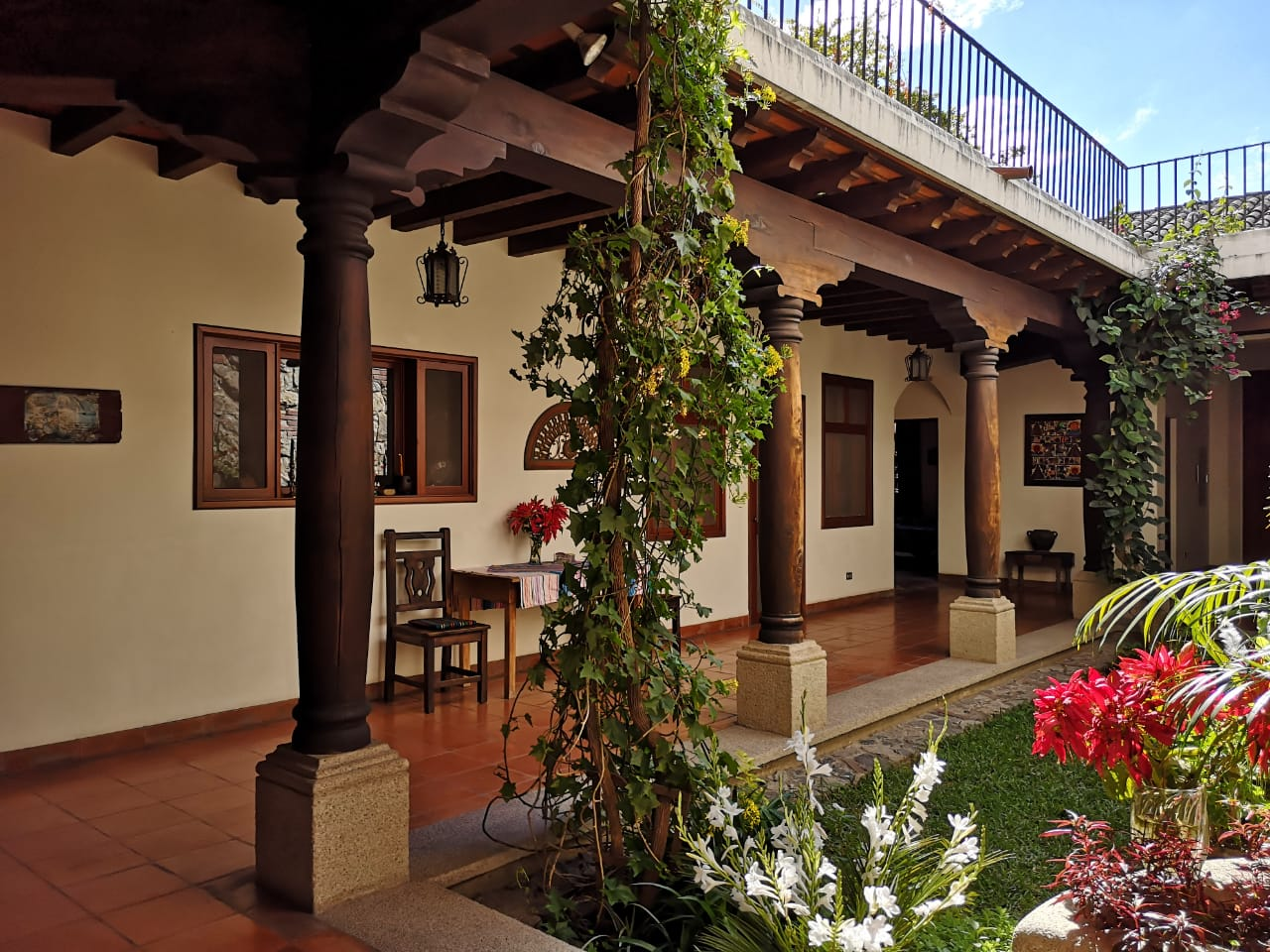 4703 ( C ) BIG HOUSE FOR SALE NEAR ANTIGUA GUATEMALA