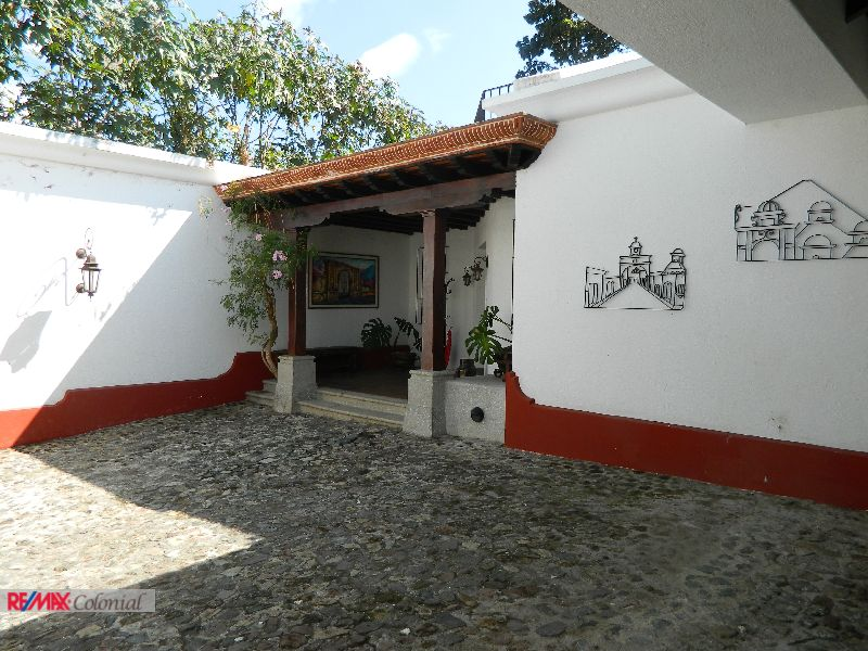 4712 WELL LOCATED HOUSE FOR SALE IN ANTIGUA GUATEMALA