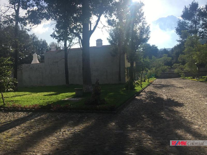 4747 LOT FOR SALE CLOSE TO CENTRAL ANTIGUA (286V2)