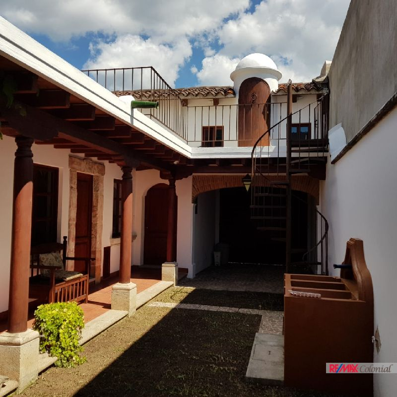 4798  NICE HOUSE FOR RENT CLOSE TO ANTIGUA ( JOCOTENANGO )
