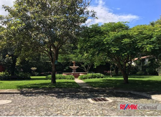 4765 UNIQUE HOUSE FOR SALE –  ANTIGUA GUATEMALA