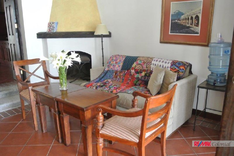 4802 VILLA FOr SALE, EN CORTIJO LAS FLORES, GATED COMMUNITY, JUST 3.5 KM. FROM CENTRAL ANTIUGUA.