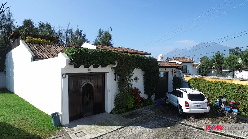 2066 LOVELY HOUSE FOR SALE IN EL CALVARIO AREA NEW PRICE