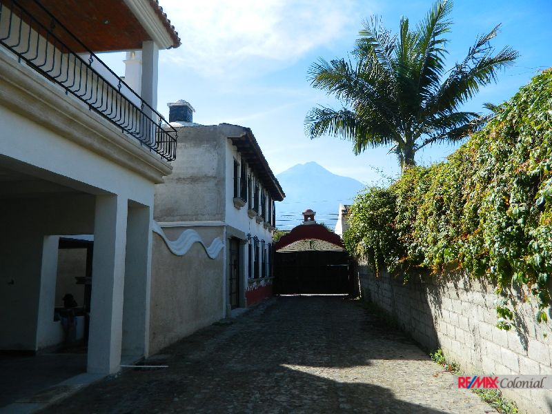 2049  BEAUTIFUL NEW HOUSE FOR SALE IN ANTIGUA GUATEMALA ( PANORAMA )