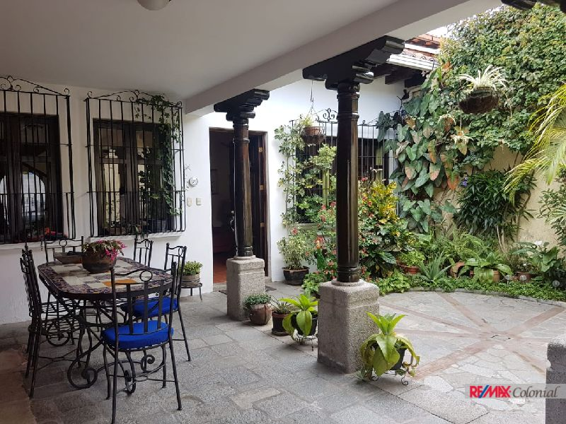 2066 LOVELY HOUSE FOR SALE IN EL CALVARIO AREA
