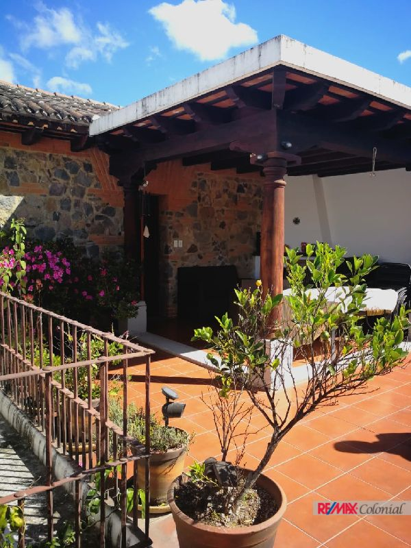 2072 GORGEOUS HOUSE FOR SALE IN THE SOUTH AREA OF ANTIGUA