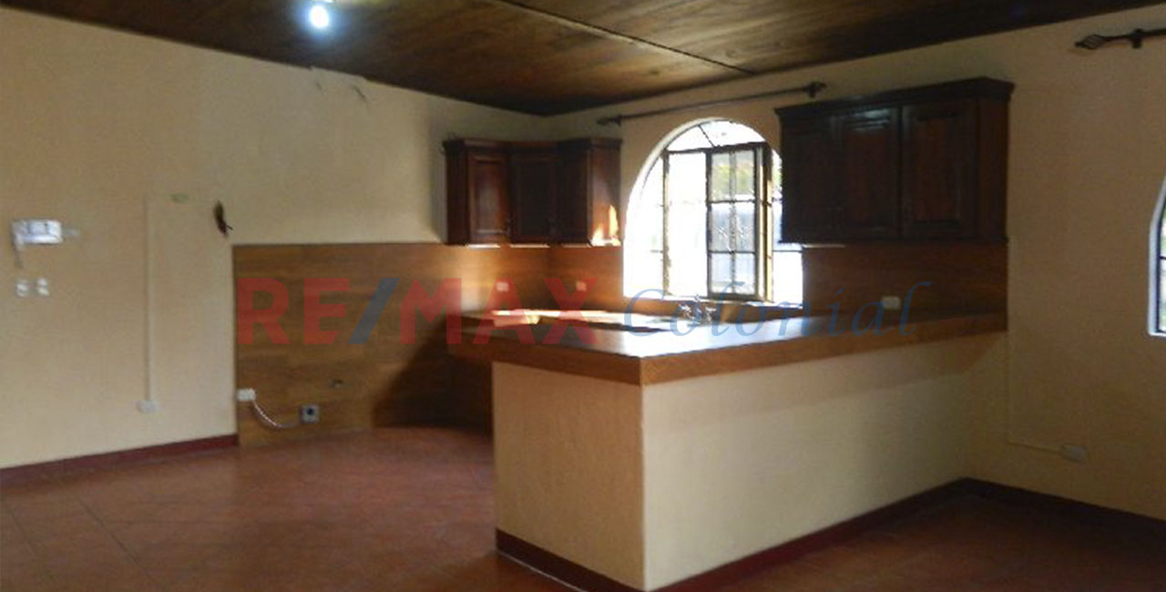 2052 COZY AND COMFORTABLE APATMENT FOR RENT / UNFURNISHED (Jb)