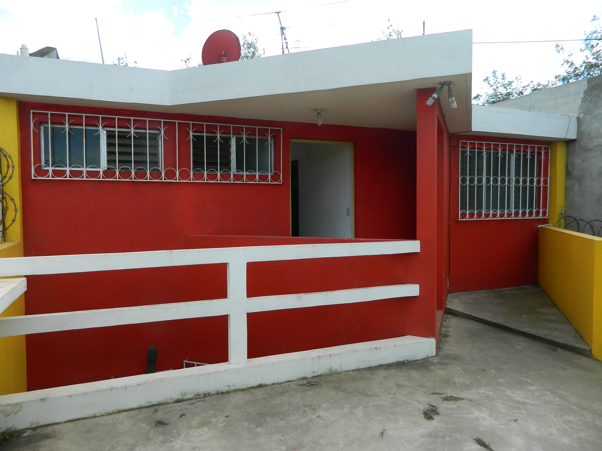 2062 HOUSE FOR SALE IN A COMPLEX HERMANO PEDRO. CIUDAD VIEJA. SACATEPEQUEZ