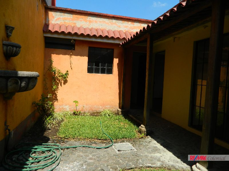 4816 UNFURNISHED HOUSE FOR RENT IN THE CENTER OF SAN PEDRO LAS HUERTAS. SACATEPEQUEZ.