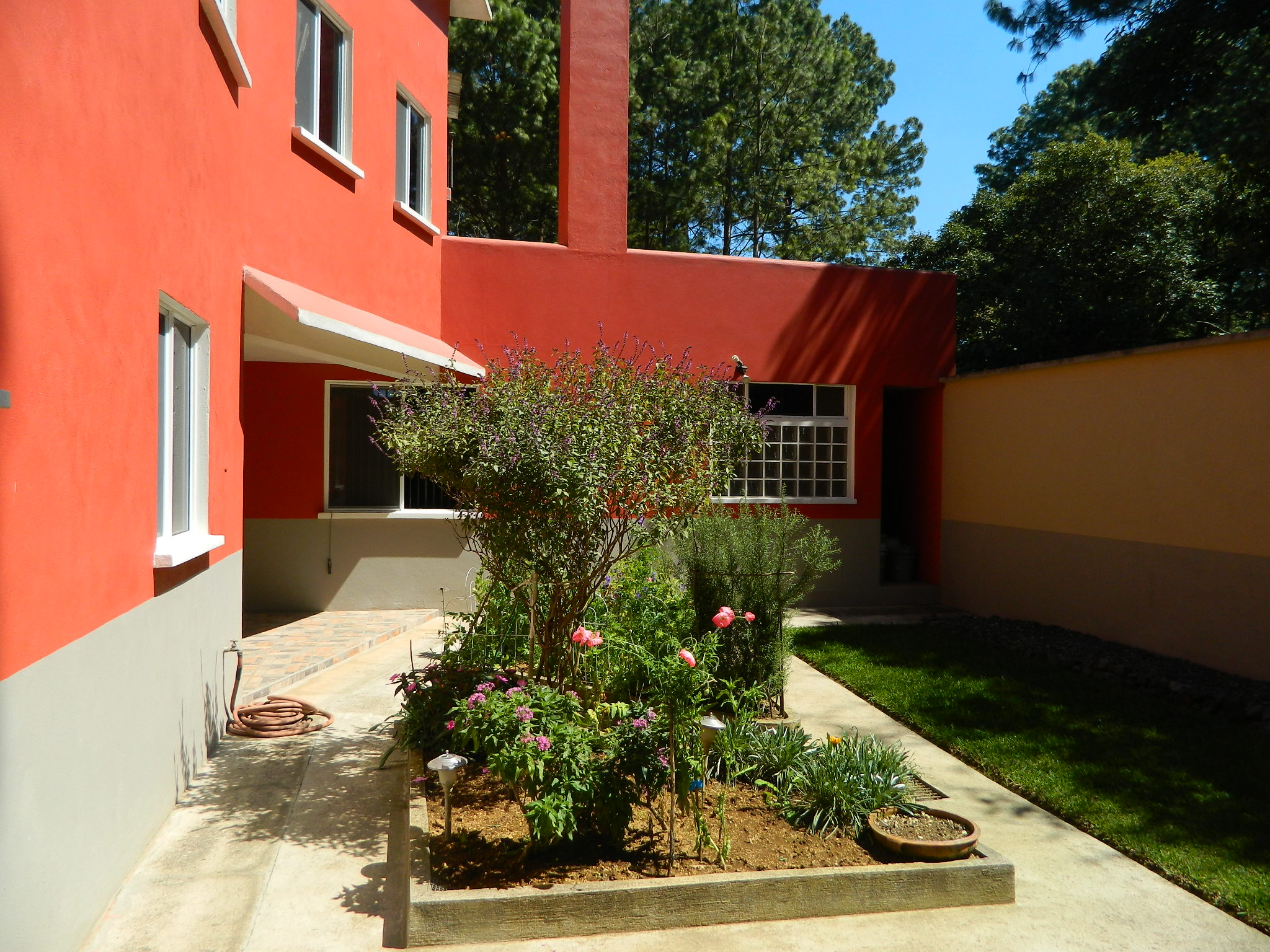 3026 BEAUTIFUL HOUSE FOR SALE – SANTIAGO SACATEPEQUEZ