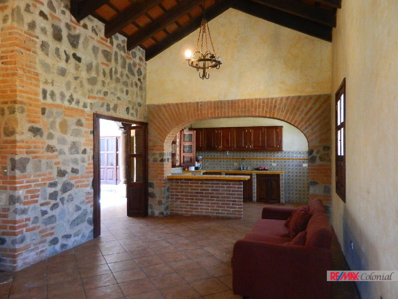4868 FURNISHED HOUSE IN A COMPLEX, JUST MINUTES FROM ANTIGUA GUATEMALA (As)