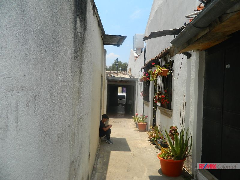4877 GREAT OPPORTUNITY TO INVEST IN THE CENTER OF ANTIGUA GUATEMALA