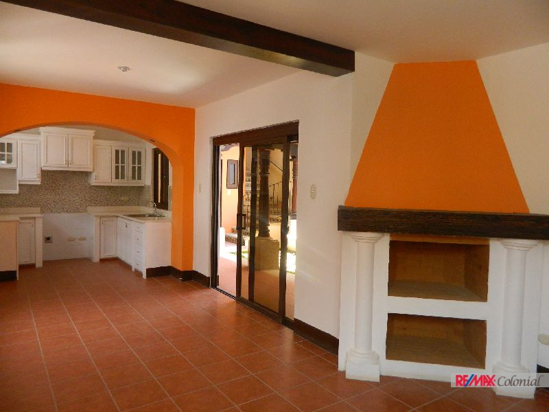 4892 BRAND NEW HOUSE IN THE HEART OF ANTIGUA GUATEMALA (C)