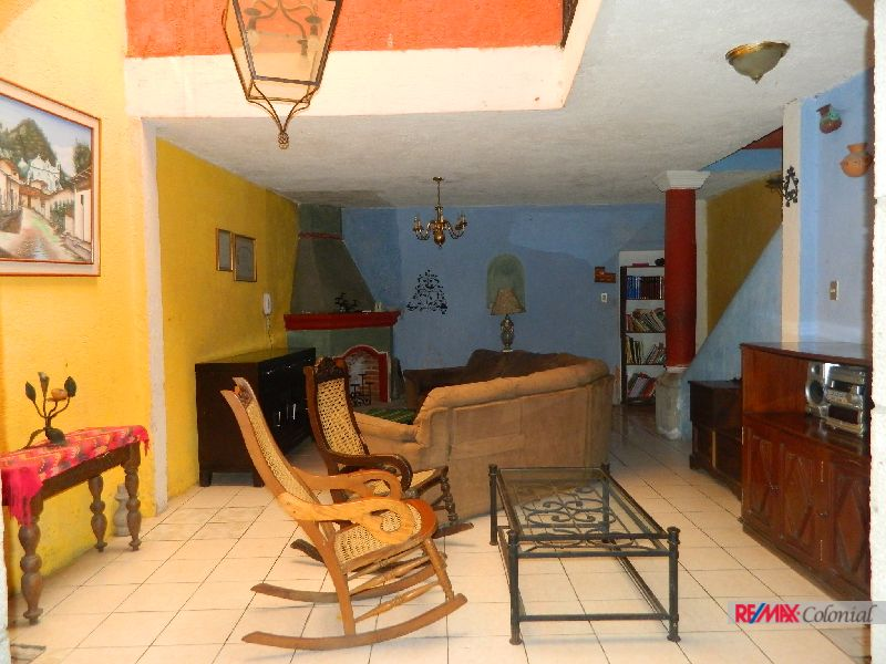 4902 HOUSE TO LIVE OR FOR A BUSINESS IN ANTIGUA GUATEMALA