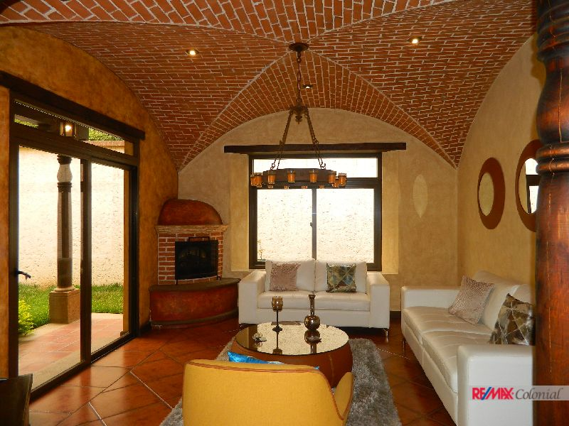 4908 BEAUTIFUL HOUSE FOR SALE IN ANTIGUA GUATEMALA ( SAN FELIPE DE JESSUS)