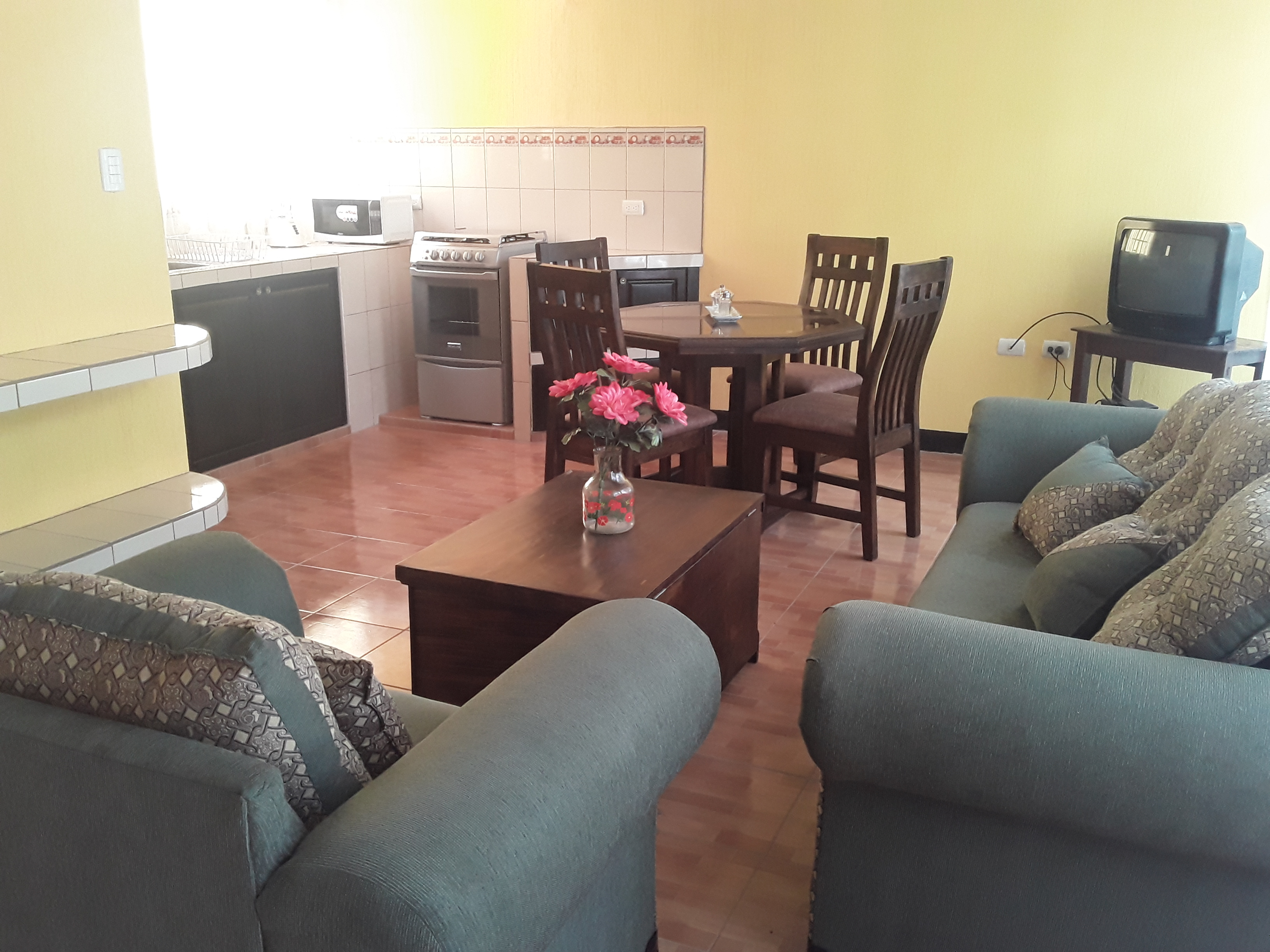 4931  2 BEDROOMS APARTAMENT IN ÁREA OF PANORAMA, 1.5KM. FROM CENTRAL ANTIGUA GUATEMALA. (as)