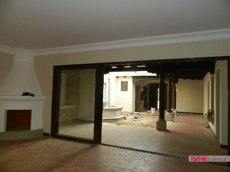 4928 HOUSE FOR RENT IN CONDOMINIUM IN ANTIGUA GUATEMALA