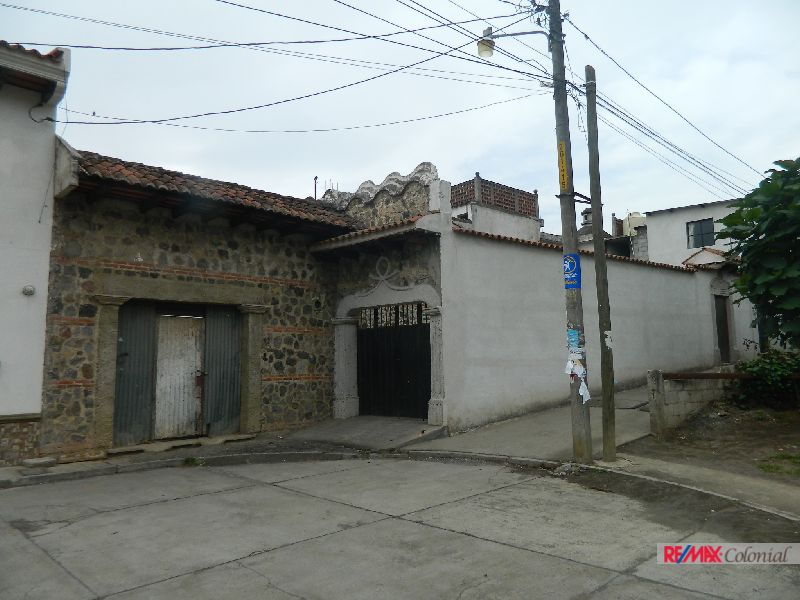 4922 HOUSE FOR SALE TO REBUILT IN ANTIGUA GUATEMALA