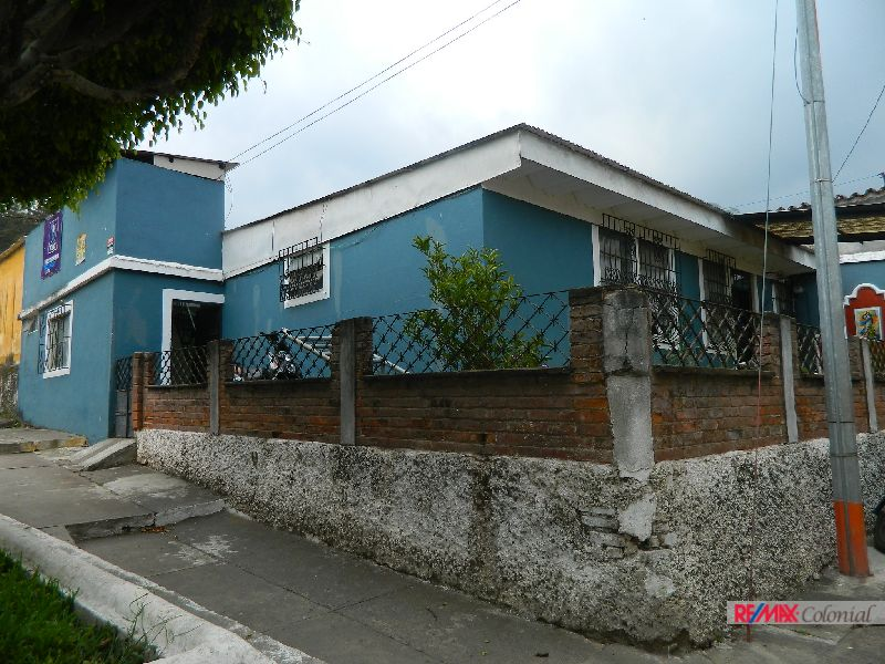 4918  SMALL HOUSE FOR SALE IN CORNER LOT IN ANTIGUA GUATEMALA