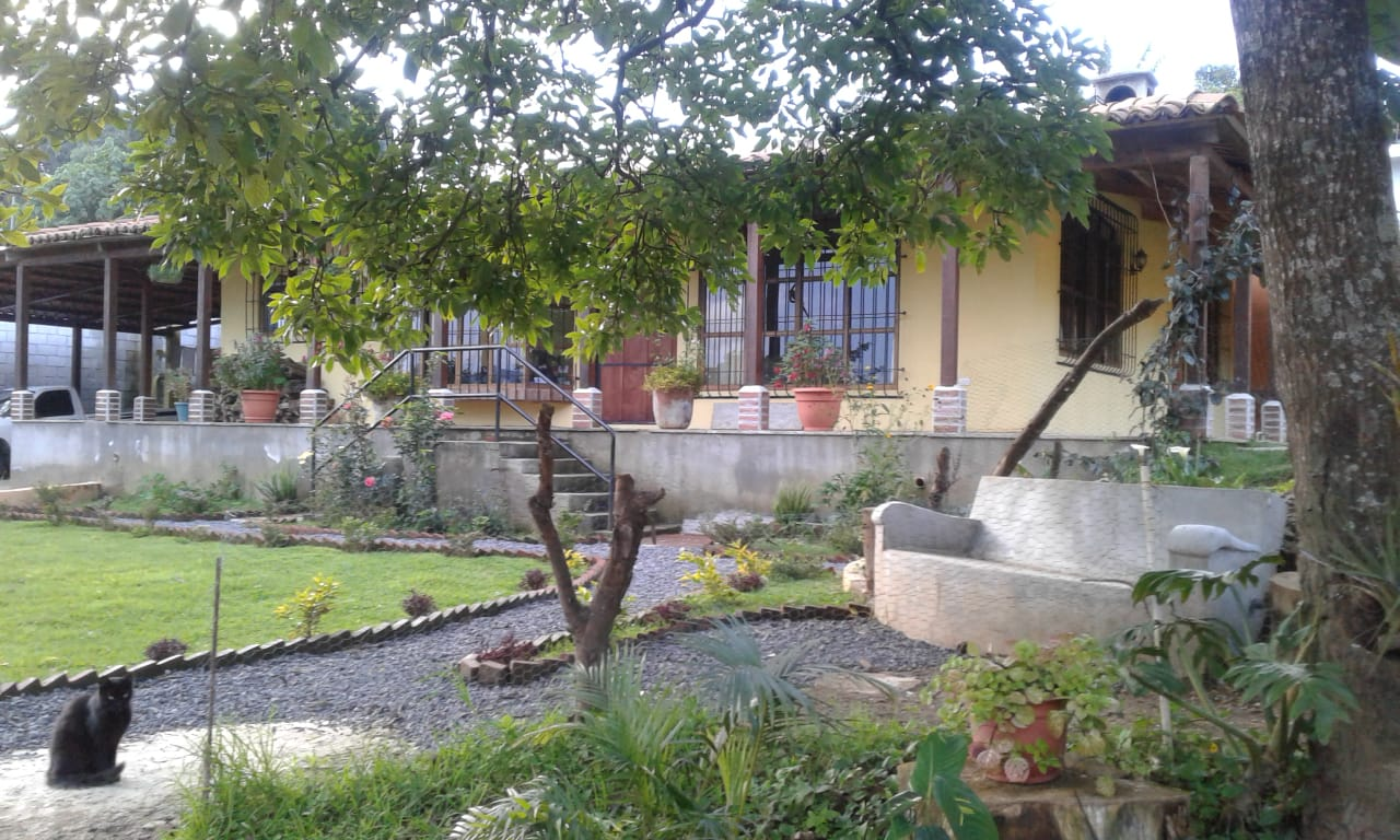 4920 HOUSE FOR SALE IN SANTIAGO SACATEPEQUEZ.