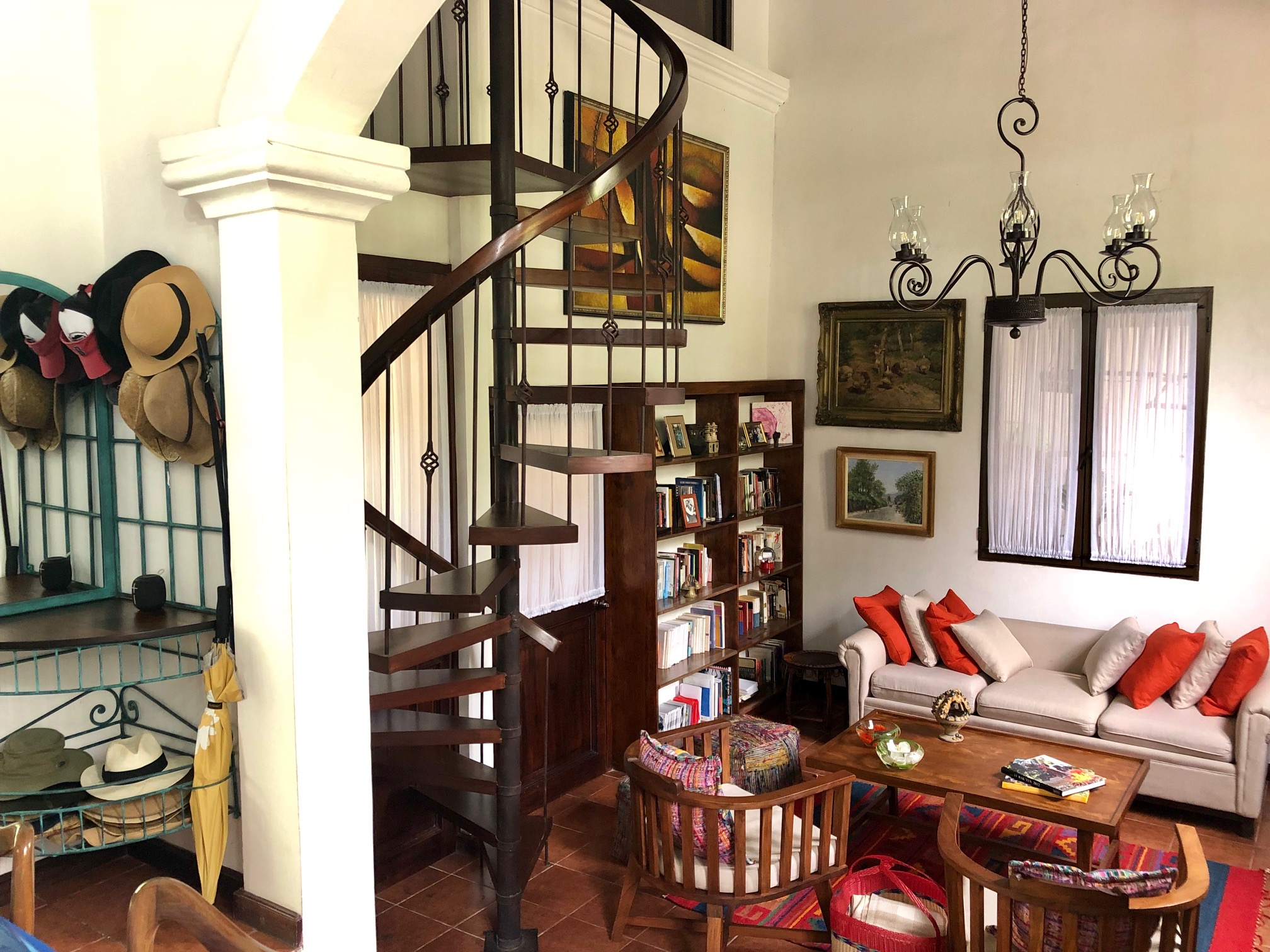 4943 BEAUTIFUL HOUSE FOR RENT IN THE CENTER OF ANTIGUA