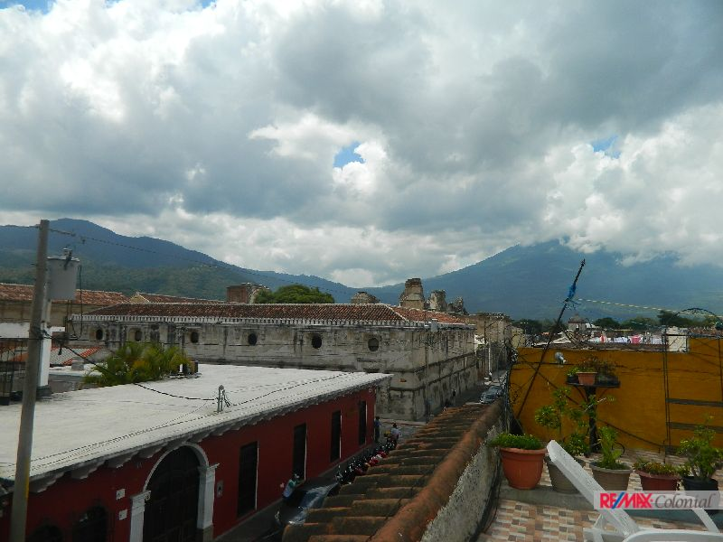4958 COMMERCIAL PROPERTY FOR RENT IN THE CENTER OF ANTIGUA GUATEMALA, IDEALLY FOR A HOSTAL, OR OFFICE. (As)