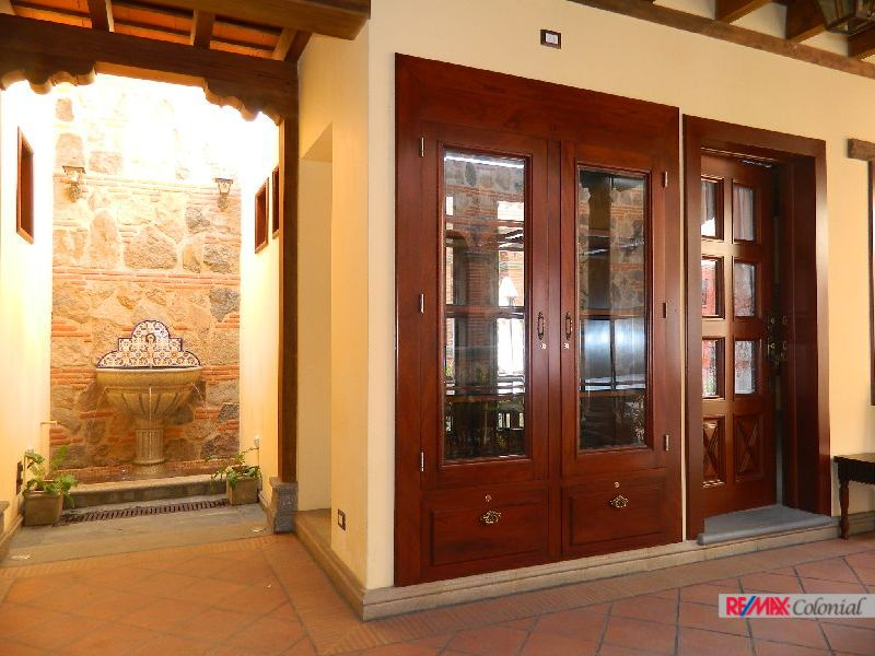 4945 COMMERCIAL PROPERTY FOR  A BEAUTY SALON IN ANTIGUA GUATEMALA