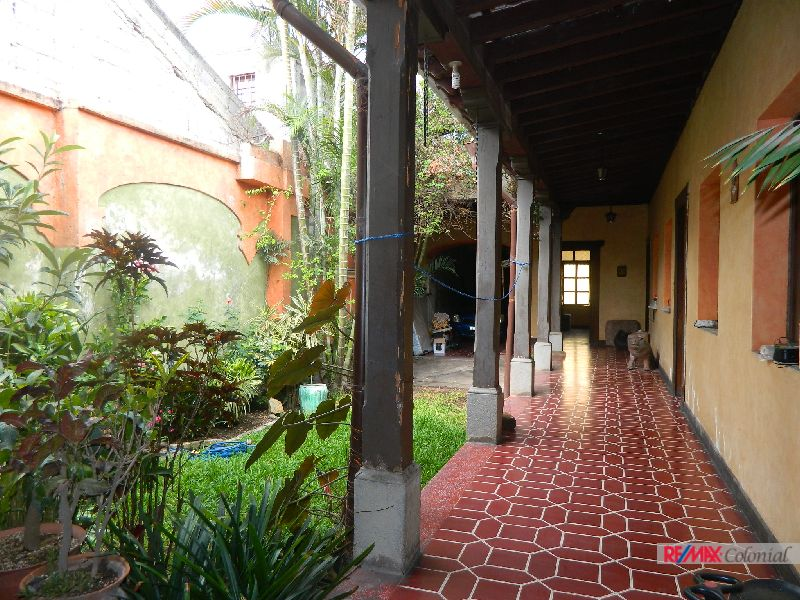 4954 HOUSE FOR JUST 2 BLOCKS FROM CENTRAL PARK OF ANTIGUA GUATEMALA
