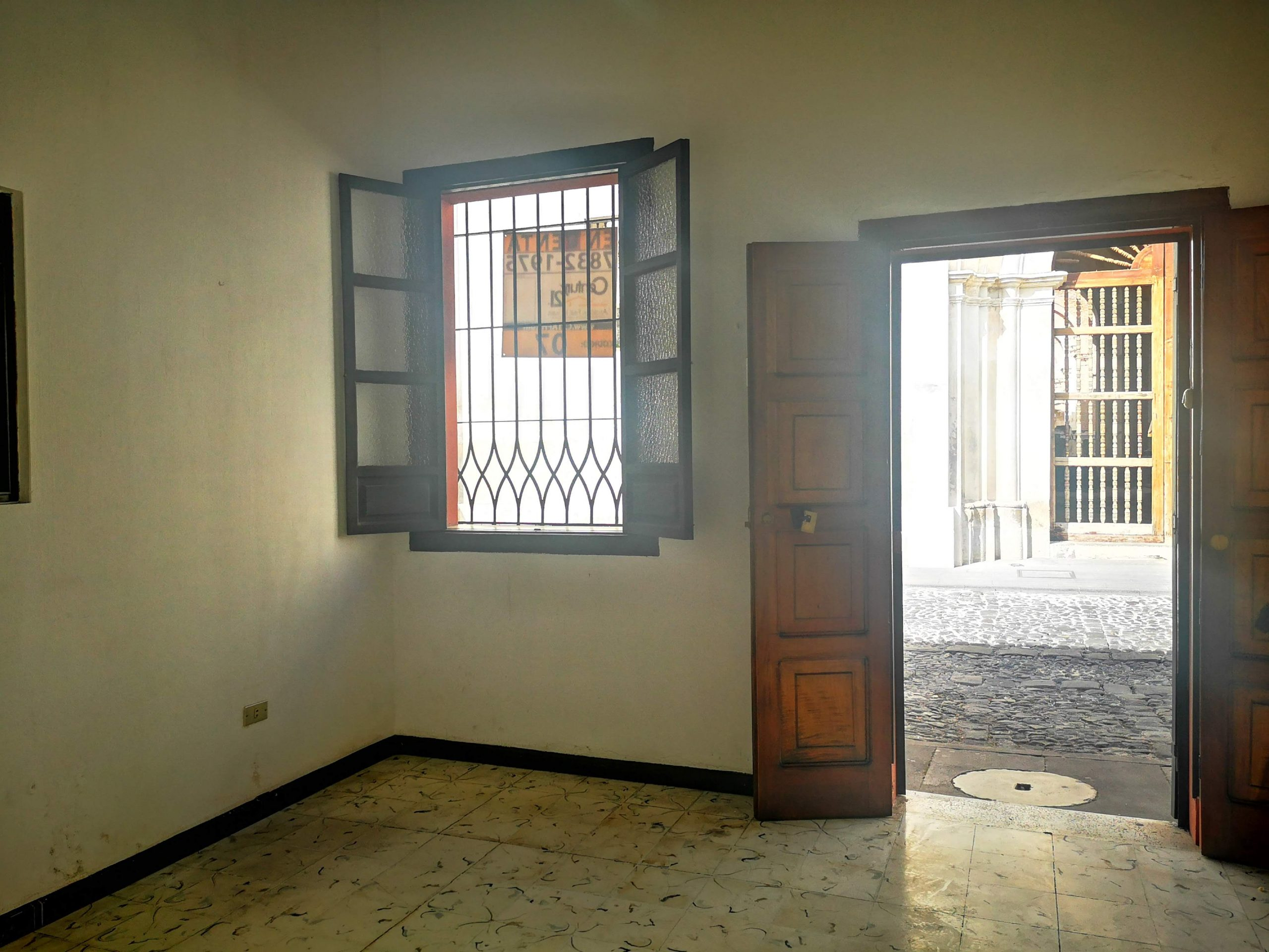 4973  COMMERCIAL SPACE FOR RENT DOWNTOWN OF ANTIGUA GUATEMALA