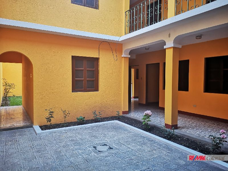 4986 HOUSE FOR SALE IN THE HISTORICAL CENTER OF ANTIGUA GUATEMALA