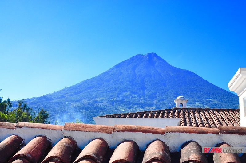 5006 BEAUTIFUL HOUSE FOR SALE – EL CALVARIO AREA – ANTIGUA GUATEMALA