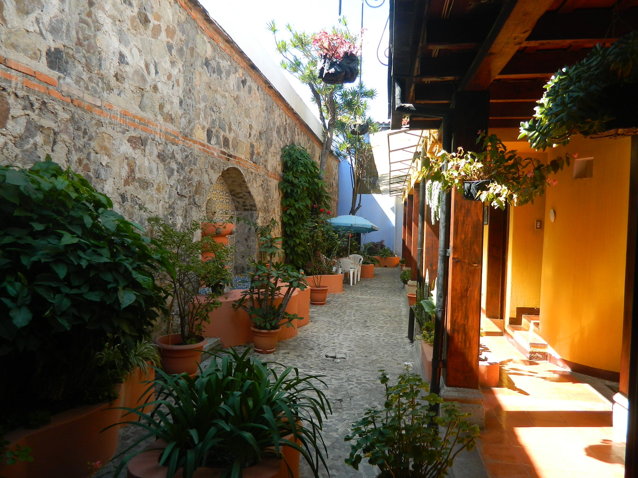 5016 UNIC COLONIAL HOUSE, FOR BUSINESS OR LIVING, IN THE CENTER OF ANTIGUA. GUATMALA (As)