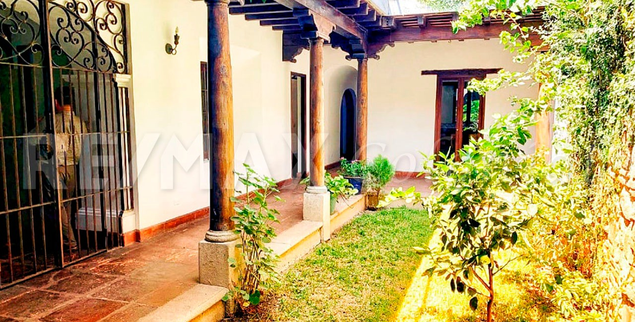 5039 EXCELLENT PROPERTY FOR SALE IN THE CENTER OF ANTIGUA, RESIDENTIAL OR COMMERCIAL