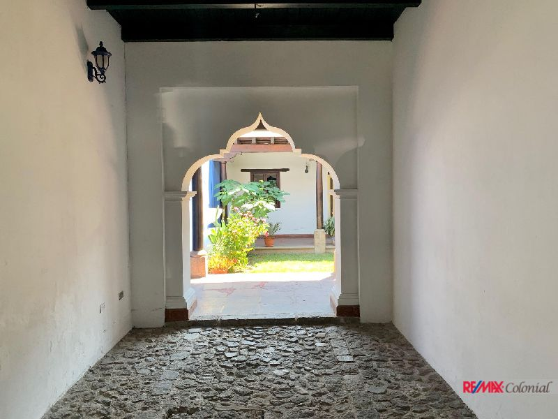 5039 EXCELLENT PROPERTY FOR RENT IN THE CENTER OF ANTIGUA, RESIDENTIAL OR COMMERCIAL