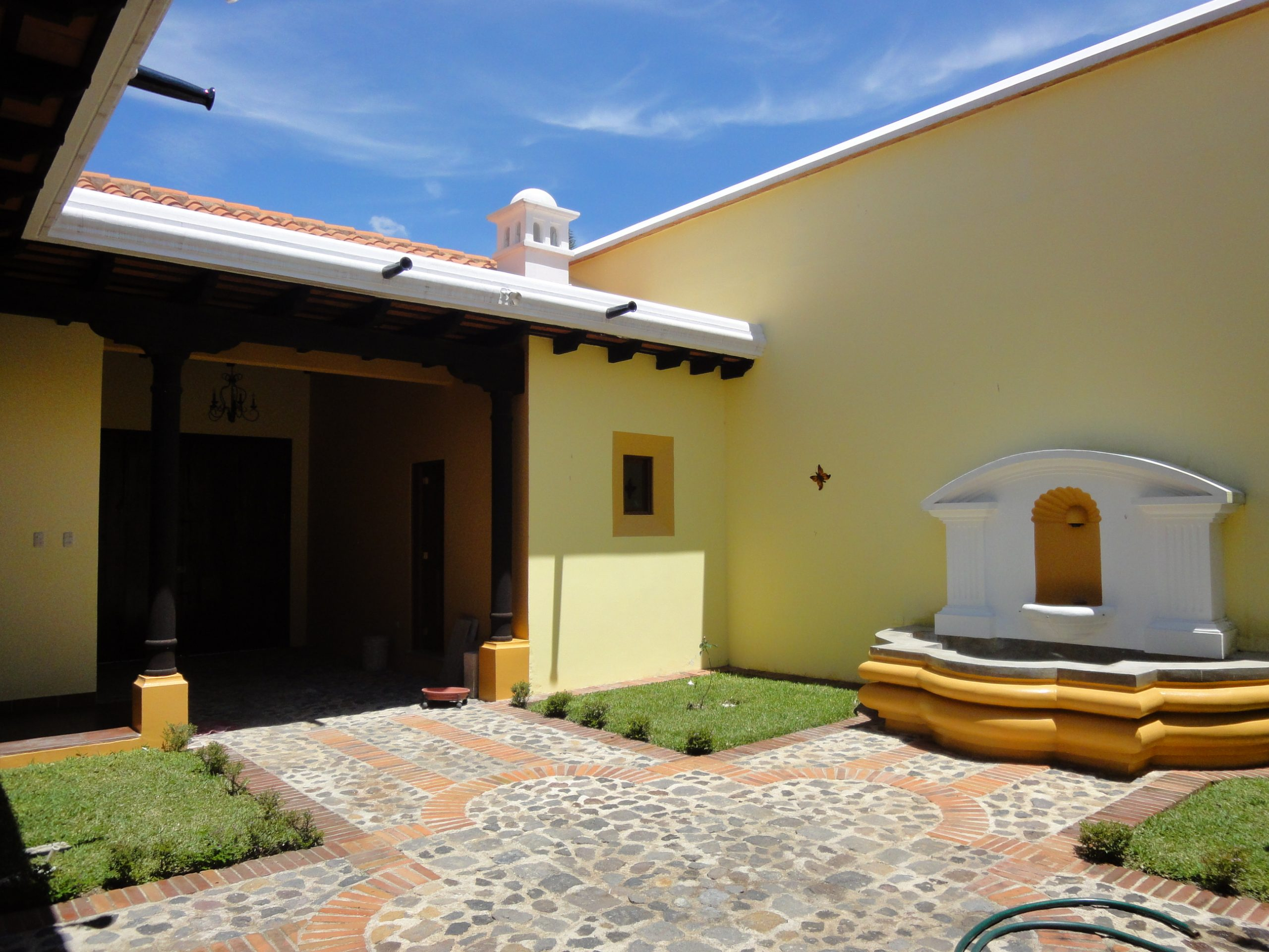 3052 AMPLE HOUSE FOR RENT IN ANTIGUA GUATEMALA