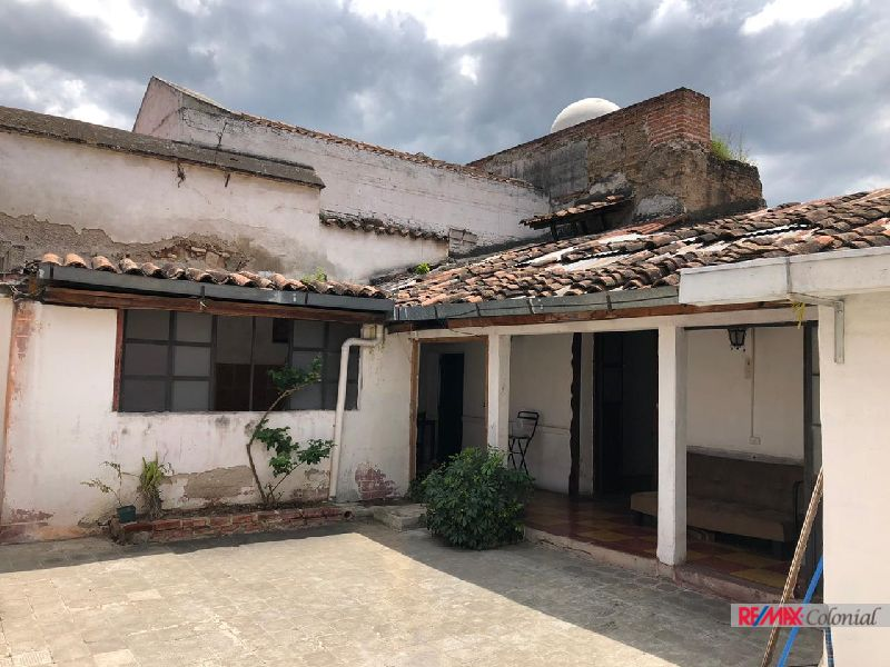 5067 HOUSE LOCATED IN THE COMMERCIAL CORRIDOR IN ANTIGUA