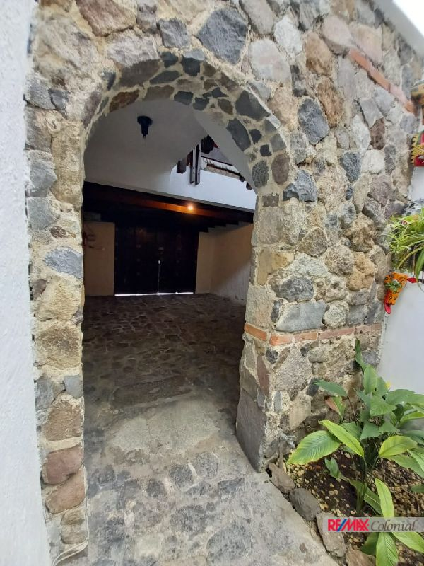 6005 HOUSE FOR SALE ON THE HEARTH OF ANTIGUA GUATEMALA